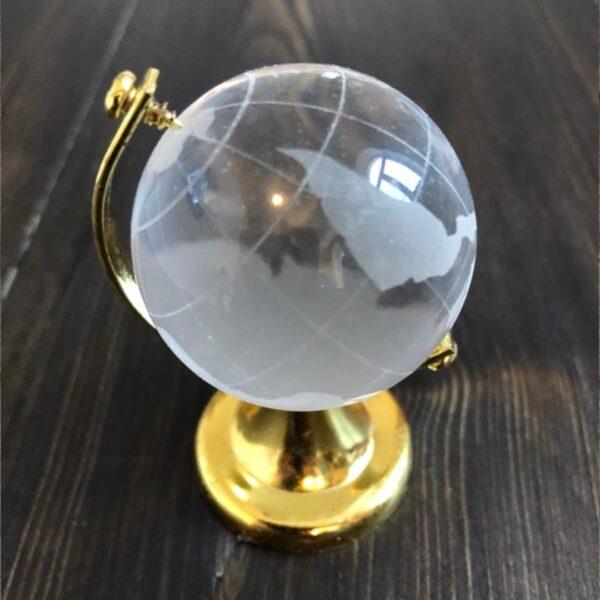 Хрустальный глобус с золотым основанием